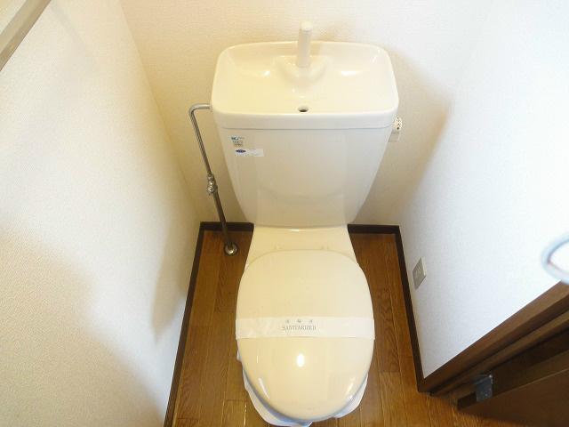 清潔感のあるトイレになります。