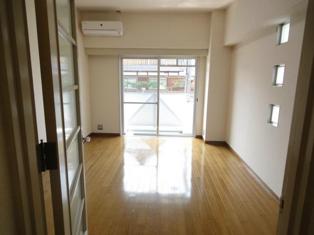 別の間取りタイプのお部屋の室内写真の為、広さが異なります。