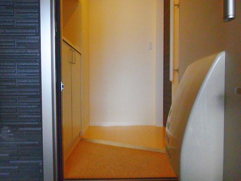 写真は101号室のものです。