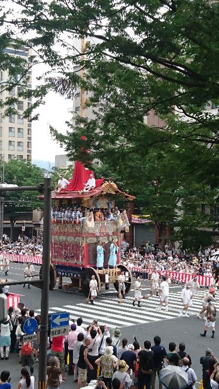 祇園祭時にはこんな風景も部屋から楽しめます!