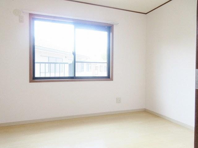 安定した明るさが快適な洋室