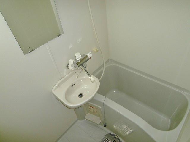 洗面台つきの浴室